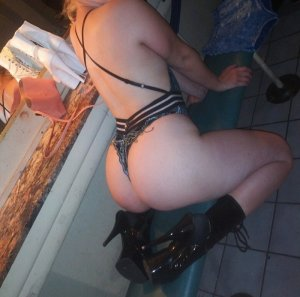 Yovana call girls in DeLand Florida & sex parties